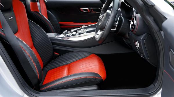 Profesjonalne czyszczenie samochodowych tapicerek