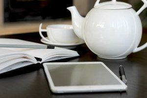 Elegancki dzbanek do herbaty