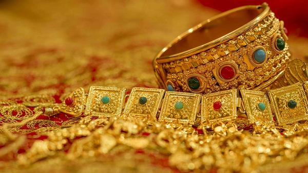 Zalety sztucznej biżuterii