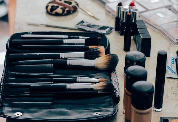Dlaczego warto kupować kosmetyki w sklepach internetowych?
