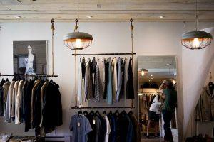Piękne lustra w ramie na wymiar do garderoby