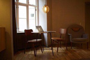 Modne krzesła w stylu skandynawskim do jadalni